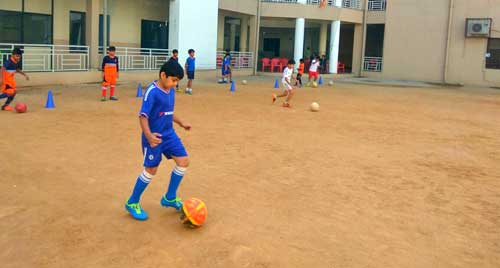 Football training to kids - JHS